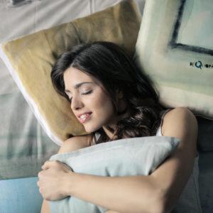 Acabar con el ruido mental y dejar de rumiar los pensamientos negativos para descansar y relajarte